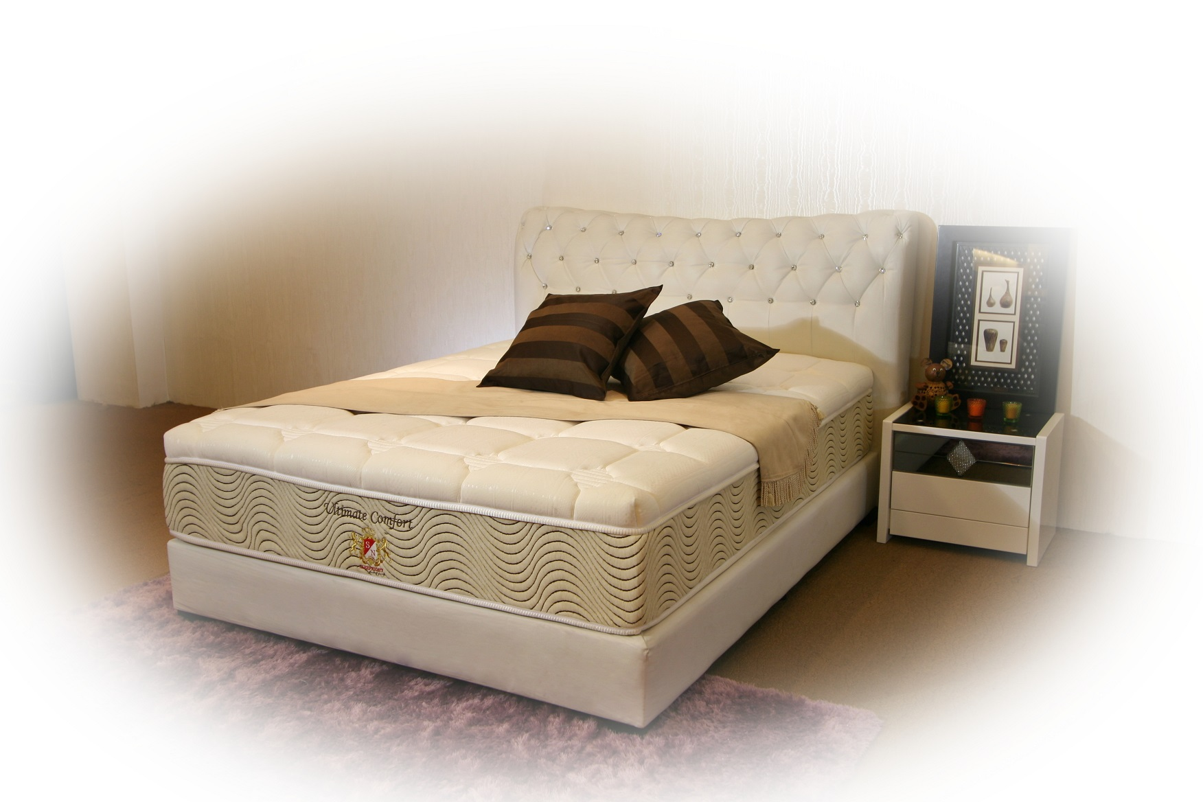 Ultimate Comfort - High Ventilated Convoluted Foam, Multi Zone Pocketed Spring, Visco Elastic Memory Foam Mattress